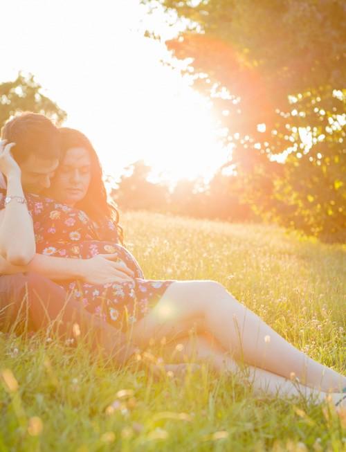 Séance photo grossesse en extérieur : Flora et Alex