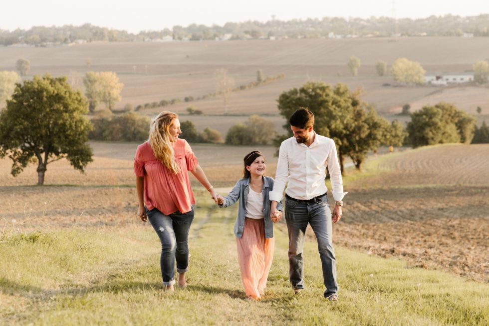 Séance photo famille dans la campagne à Toulouse