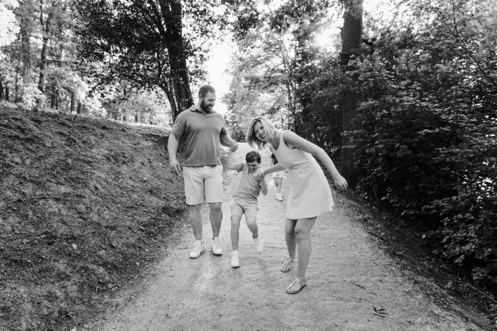 Séance photo de famille autour du lac de Flourens