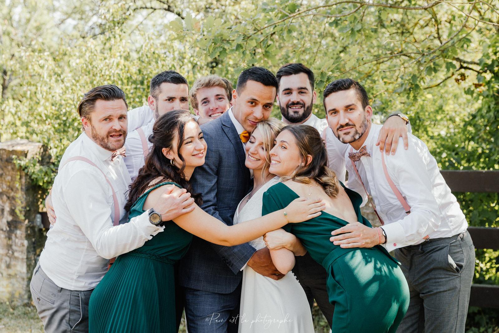 Les mariés et leur témoins au domaine de la tour duval
