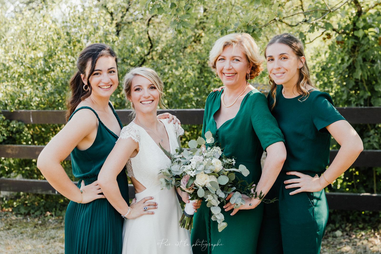 La mariée et ses témoins au domaine de la Tour Duval